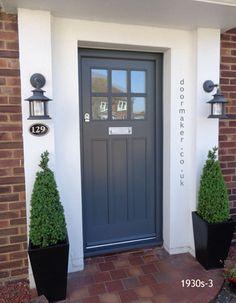 Porch Windows, Front Door Porch, House Front Door, Front Door Decor, Front Door Design, Front Door Colors, Fresco, External Front Doors, Traditional Front Doors