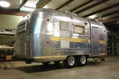 Airstream Travel Trailers, Vintage Travel Trailers, Vintage Airstream, Vintage Caravans, Classic Trailers, Aluminum Trailer, Rv Remodeling, Retro Caravan, Cool Campers