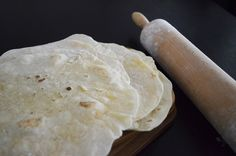 Wraps taste extra special if you make the bread for the wraps yourself. Delicious Cake Recipes, Yummy Cakes, Homemade Wraps, Baking Recipes, Snack Recipes, Crepes And Waffles, Pancakes, Tasty Videos, Special Recipes