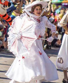 Disney Love, Disney Magic, Disney Parks, Walt Disney World, Face Characters, Disney Characters, Mary Poppins And Bert, Cos Play, Jolly Holiday
