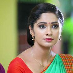 Beautiful Girl Indian, Beautiful Saree, Indian Hairstyles, Bun Hairstyles, Long Indian Hair, Bridal Hair Buns, Wedding Couple Poses Photography, Indian Bridal Fashion, Glamorous Makeup