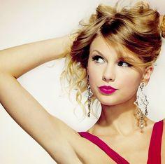 she's so beautiful!!! Taylor Swift