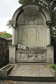 Tomb of Alexandre Darracq (1856-1931) - French automobile manufacturer - and his family by S. Ruehlow, via Flickr