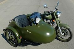 Royal Enfield sidecar military. This would be so fun!