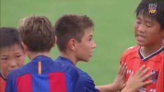 """Na niedawno odbytym meczu finałowym rozgrywek """"U-12 Junior Soccer World Challenge 2016"""" młodziki FC Barcelona wygrały z japońską drużyną Omiya Adrija. Jaką naukę może ze sobą nieść sport?  Zobaczcie sami :)"""