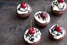 Muffins, Cheesecake, Cup Cakes, Pretty, Black Forest Cake, Cherries, Dessert Ideas, Food Food, Baking Cupcakes