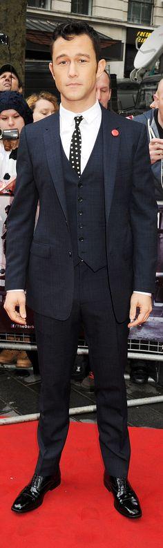 Joseph Gordon-Levitt wearing Burberry tailoring to the European premiere of 'The Dark Knight Rises' in London