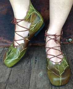 These hand painted natural leather leafy boots are a cross between our popular ballet boots, leaf boots and ghillies (Scottish and Irish dancing shoes). With laces across the foot and around the ankle these are the pixie boots with sensible toes!  Also available with the pointy toes like the pixie leaf shoes. Colour choices: Green or autumn brown. The ballet shape does not need much room in the toe as they are quite high in the toe. Consult size chart here…