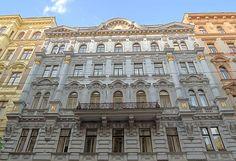 Dieses historische Appartmenthaus ist restauriert worden und liegt mitten in Wien. #Urlaub #travel #holidays #besonders #special #summer #sun #Sommer #historic #imUrlaubwiezuhausefühlen