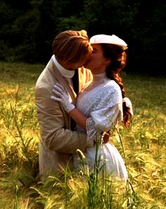 Helena Bonham-Carter as Lucy Honeychurch & Julian Sands as George Emerson in A Room with a View Romantic Moments, Romantic Movies, Romance Puro, Julian Sands, Movie Kisses, Helena Bonham Carter, Period Dramas, Film Stills, Classic Movies