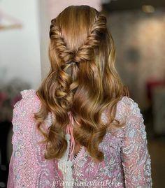that Mehndi Hairstyles, Half Updo Hairstyles, Easy Hairstyles For Long Hair, Unique Hairstyles, Bride Hairstyles, Pretty Hairstyles, Straight Hairstyles, Amazing Hairstyles, Hairstyle Ideas