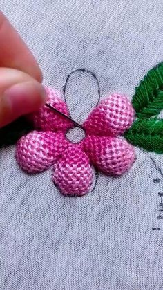 Hand Embroidery Patterns Flowers, Basic Embroidery Stitches, Hand Embroidery Videos, Embroidery Stitches Tutorial, Embroidery Flowers Pattern, Creative Embroidery, Simple Embroidery, Silk Ribbon Embroidery, Hand Embroidery Designs