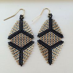 These peyote-stitch earrings can be fun, fancy, or festive. Very lightweight and easy to wear all day! Made to Order. The Elizabeth earring Seed Bead Jewelry, Bead Jewellery, Seed Bead Earrings, Beaded Jewelry, Seed Beads, Beaded Earrings Patterns, Jewelry Patterns, Beading Patterns, Beading Tutorials