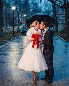 In this video, wedding photographers Justin & Mary Marantz shows us how they fast and easy lit a young couple out in the cold on a wintry walkway. Winter Wedding Fur, Winter Wedding Bridesmaids, Winter Bride, Winter Wonderland Wedding, Brides And Bridesmaids, Winter Weddings, Christmas Wedding, Vintage Fur, Vintage Bridal