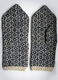 authentic Mulgi mittens, very well preserved, at least 120 years old. I later discovered from a book that in the collection of Estonian National Museum there are at least two pairs of mittens with similar pattern (one was called Russian cross). Knitting Charts, Knitting Socks, Knitting Stitches, Hand Knitting, Knitting Patterns, Crochet Mittens, Mittens Pattern, Knitted Gloves, Knit Crochet
