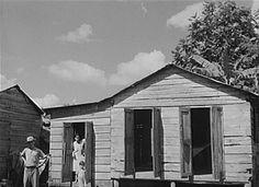 La casita de un agricultor en la orilla de una carretera en Manatí, Puerto Rico (1941)