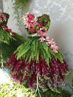Floral garden / decorative dress form with flowers & ferns Art Floral, Deco Floral, Garden Dress, Fairy Dress, Retro Crafts, Christmas Tree Dress, Fairy Clothes, Floral Fashion, Flower Dresses