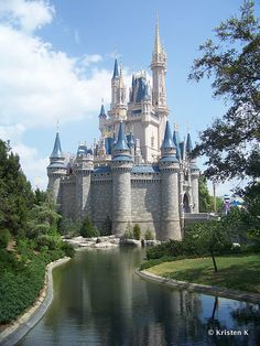 Seventeen Tips To Start Planning Your Disney Parks Vacation! #WDW #DisneyWorld #TravelTips .  And check out the comments for more good tips submitted by readers!
