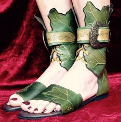 Elvish Booties - Pendragon Shoes Could possibly adapt for a character? Handmade Leather Shoes, Leather Sandals, Women's Shoes, Shoe Boots, Shoes Sneakers, Peter Pan Shoes, Woodland Shoes, Fairy Shoes, Elfa