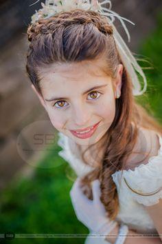 #Cristina #SensuumBoutique  #estudio #exterior #Comunionesdiferentes Comuniones 2014 by Sensuum Boutique © Fotografia extrerior de comunion. Primeras comuniones 2015. Merida fotografos, fotografo de comunion Extremadura Merida Badajoz Caceres #Sensuum #comoquieras #dondequieras #fotografodecomuiones #valordelasmociones #valoremocional #fotosquetransmiten #fotoemocion #fotoemocional #SB #SBfotografos #infantil fotografo de Merida. Comuniones Merida. Vestido comunion Fotografia Social, First Communion, Snow White, Hair Beauty, Exterior, Boutique, Photography, Irene, Photos