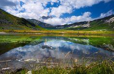 #Parco #Nazionale del #Gran #Sasso e #Monti della #Laga #laghetto #Pietranzoni #riflessi #nuvole @Corno #Grande