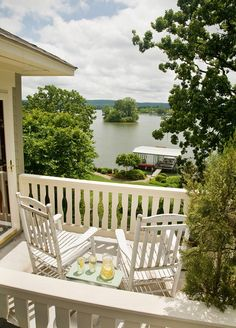 Lookout Point Lakeside Inn: The Mountain View room's balcony has an expansive view of Lake Hamilton. #lookoutpoint