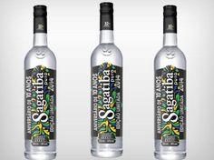 Edição especial de 10 anos Sagatiba #2014FifaWorldCupBrasil PD World Cup, Packaging Design, Vodka Bottle, Digital Marketing, Drinks, 10 Year Anniversary, Packaging, Brazil, Drinking