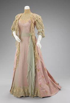 Tea dress, 1900-1909
