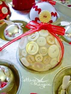 Christmas Ornament  ~ another from: http://cottagemagpie.com/holidays/red-white-ornament-craft/