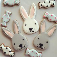 Easter Bunny cookies in grey Cookies Cupcake, Galletas Cookies, Iced Cookies, Cute Cookies, Easter Cookies, Royal Icing Cookies, Holiday Cookies, Sugar Cookies, Candy Cookies