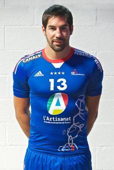 Nikola Karabatic présente le nouveau maillot de l'équipe de France de Handball pour les Jeux Olympiques ! #Londres 2012