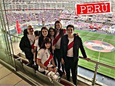 Los hinchas peruanos hacen sentir su presencia en el mundial Rusia 2018, a pocas horas del partido de la selección peruana ante Dinamarca, decenas de miles de peruanos procedentes de todas partes del mundo se juntan para brindar su apoyo al conjunto de la blanquirroja. Peruvian people - peruvians - peruano, rostros peruanos - cara de peruano - peruano promedio - hincha peruano - gente de Perú - Moscú - World cup 2018 - fans of the world cup - Soccer fans - Peru vs dinamarca - Lima
