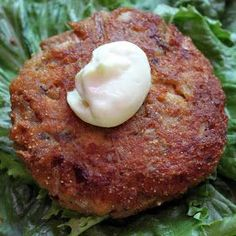 Craving Comfort: Perfect Salmon Patties (easy too!) 1 ounce) canned salmon cup onion, minced cup cornmeal cup flour 1 egg 3 Tablespoons mayonnaise teaspoon garlic powder dash salt dash pepper Tablespoons oil for pan frying. Trying to find the best Fish Dishes, Seafood Dishes, Fish And Seafood, Main Dishes, Fish Recipes, Seafood Recipes, Cooking Recipes, Canned Salmon Recipes, Recipies