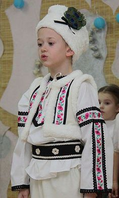 If you love smooth travel you will enjoy our site! Beautiful Children, Beautiful People, Art Populaire, Modern Kids, Folk Costume, World Cultures, Historical Clothing, People Around The World, Traditional Dresses