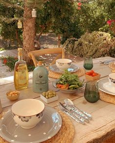 European Summer, Italian Summer, Summer Aesthetic, Aesthetic Food, Purple Aesthetic, Aesthetic Videos, Comida Picnic, What A Nice Day, Think Food