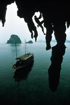 Deep water soloing in Vietnam courtesy of Roy