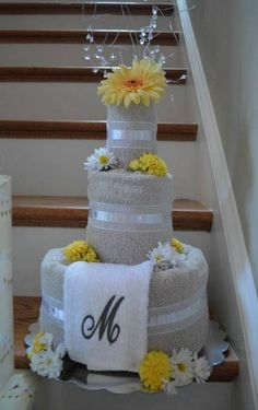 60 super Ideas for bridal gifts for bride baskets towel cakes 60 super Ideas . Bridal Shower Gifts For Bride, Bride Gifts, Wedding Gifts, Geek Wedding, Wedding Ceremony Ideas, Wedding Towel Cakes, Brides Basket, Towel Crafts, Diy Gift Baskets