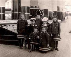 A família imperial russa a bordo do iate imperial Standart, cerca de 1906.
