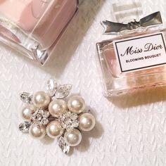 """✨2Ẍ̤ Ḧ̤P̤̈✨Vintage Pearl & Swarovski Broach Gorgeous detailing on this beautiful one of a kind brooch adds that touch of lovely detail to any sweater, lapel or your favorite LBD. Pair with a long strand of pearls or attach to a shorter pair. Your versatility will be endless! Just look at who and how they wear it!✨10/19 """"S̤̈T̤̈Ÿ̤L̤̈Ë̤ Ï̤C̤̈Ö̤N̤̈"""" Ḧ̤P̤̈✨10/30 """"B̤̈Ë̤S̤̈T̤̈ Ï̤N̤̈ J̤̈Ë̤Ẅ̤Ë̤L̤̈R̤̈Ÿ̤"""" Ḧ̤P̤̈✨ Boutique Jewelry Brooches"""