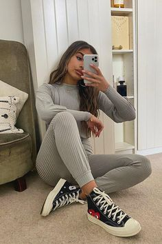 Serving up the same statement styles in scaled down sizes, boohoo Petite is your port of call for perfectly proportioned pieces designed to fit women of and under. Uni Outfits, Chill Outfits, Winter Fashion Outfits, College Outfits, Trendy Outfits, Outfit Winter, College Style, Tomboy Outfits, Fashion Dresses