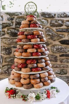 Doughnuts can be served at your winter wedding, too! Choose rich chocolate flavors and decorate with red and white flowers. @myweddingdotcom