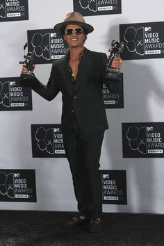 20 Male Celebrities Who are Shorter than You Think Bruno Mars Awards, Bruno Mars News, Mtv Video Music Award, Music Awards, Pitbull The Singer, Male Celebrities, Celebs, James Brown, Red Carpet Looks