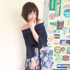 "3,752 Likes, 16 Comments - non-no (@nonno_magazine) on Instagram: ""ヒット中アイテムを10倍可愛く 着倒し特集から、ばっさーのオフショット! ネイビーのオフショルを花柄スカートで 大人可愛く着こなしてくれたよ♡  #nonno_magazine #nonno…"""
