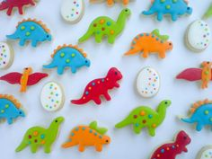 cutest looking dinosaur cookies...i officially need to buy dino cookie cutters.