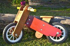 Bicicletas artesanales hechas en madera, para niños de 2 a 6 años. Bicicleta sin pedales, pensada para desarrollar y fortalecer el equilibrio del niño. www.facebook.com/bicibonsai