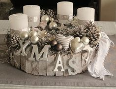Hottest Pictures Advent Wreath white Ideas A lot of churches web host a strong Advent-wreath-making occurrence on the very first Wednesday with Christmas Advent Wreath, Christmas Table Decorations, Gold Christmas, Rustic Christmas, All Things Christmas, Christmas Time, Christmas Crafts, Holiday Decor, Diy Natal