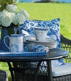 Blue & White - Design - Outdoors