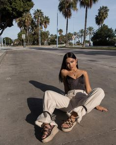 i look tiny next to the palm trees. Mode Outfits, Girl Outfits, Fashion Outfits, Cute Casual Outfits, Summer Outfits, Amanda Khamkaew, Shotting Photo, Cute Poses For Pictures, Model Poses Photography