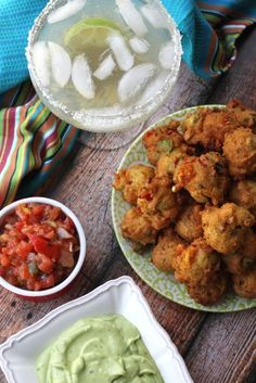 avocado fritters filled with sweet corn, onions, peppers and served with cilantro dipping sauce. I love anything with Avocado & Cilantro! New Recipes, Vegetarian Recipes, Cooking Recipes, Favorite Recipes, Healthy Recipes, Yummy Snacks, Yummy Food, Tasty, Cilantro