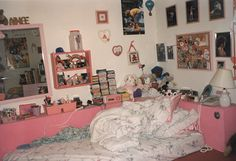 Teen Girl Bedrooms, styling designs to get for one super stunning bedroom decor. Kindly pop to the web link number 2705619465 today for bonus info. My New Room, My Room, Girl Room, Dream Bedroom, Dream Rooms, Fotografia Retro, Alluka Zoldyck, Discount Bedroom Furniture, Teen Girl Bedrooms